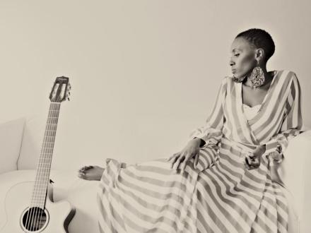 Veranstaltung mit freiem Eintritt: Naomi Wachira - Afrikanische Rhythmen, Folk und Soul aus Seattle