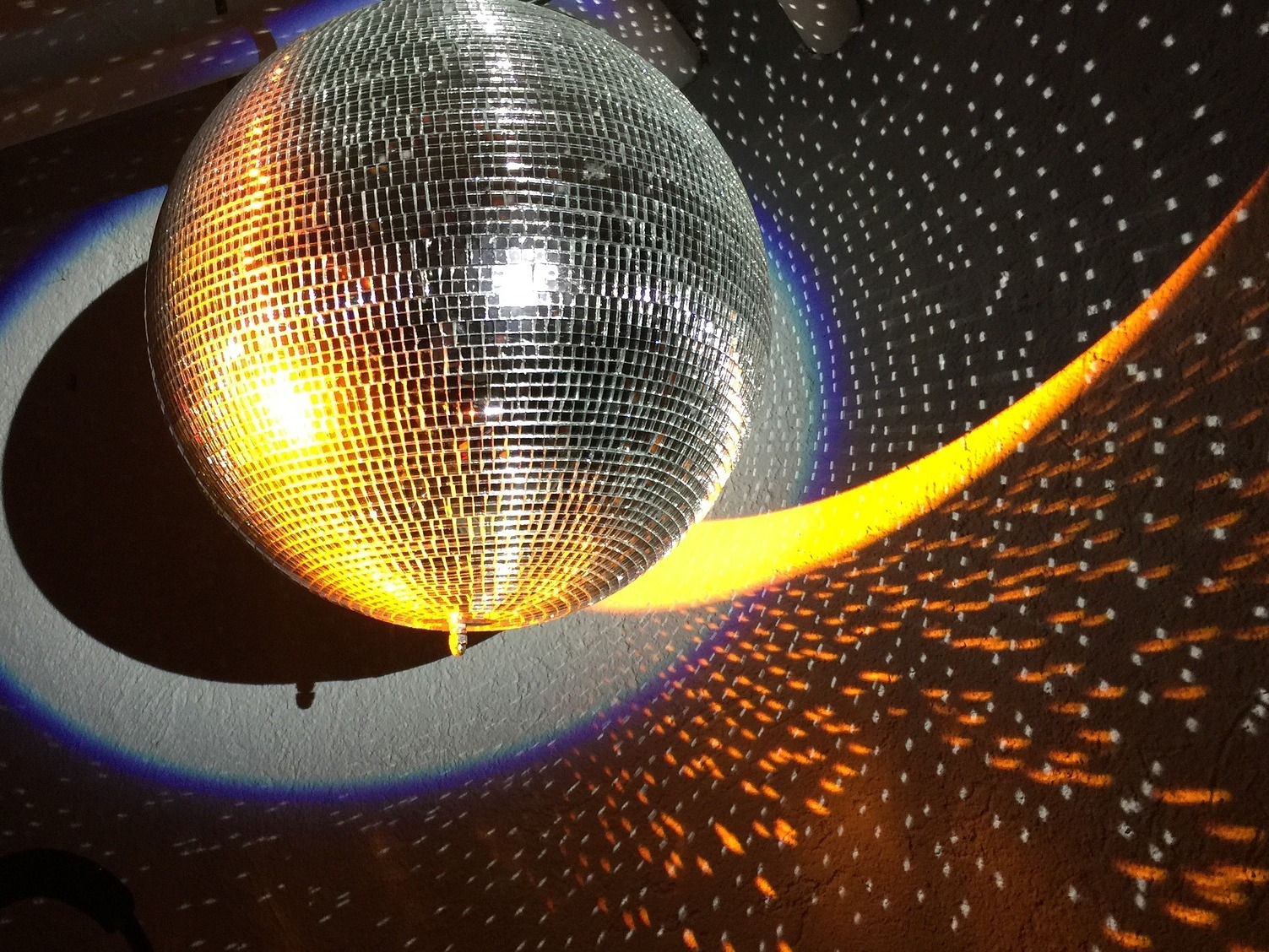 Warm-Up-Disco-Party mit Feuerwerk