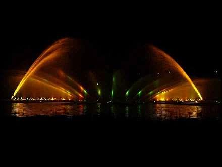 Eintritt Frei Abendliche Wasserlichtspiele Am Parksee Planten Un